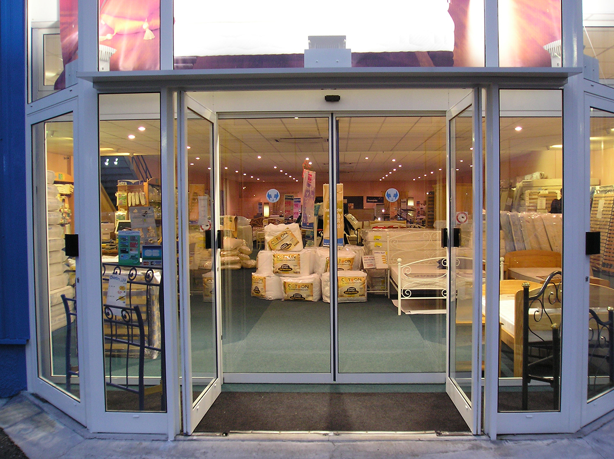 ouverture de porte automatique best de porte latrale coulissante aem with ouverture de porte. Black Bedroom Furniture Sets. Home Design Ideas